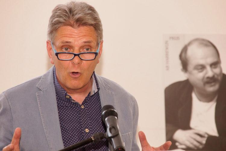 Jan van Zijl hield een lezing over het belang van onderwijs voor maatschappelijke stijging