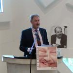 Aart-Jan de Geus houdt een lezing over sociale uitsluiting in Europa