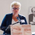 Ineke van Gent leest het juryrapport voor