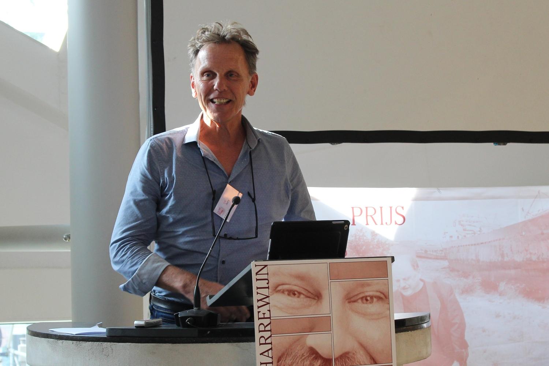 Juryvoorzitter Kees Vendrik voert de spanning op